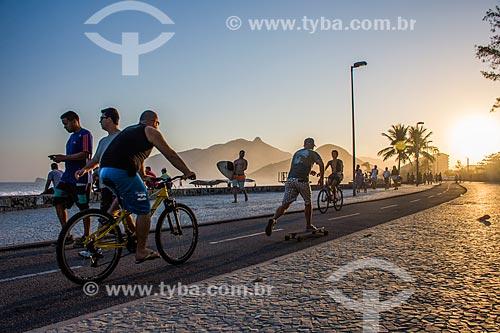 Ciclovia na orla da Praia da Macumba  - Rio de Janeiro - Rio de Janeiro (RJ) - Brasil