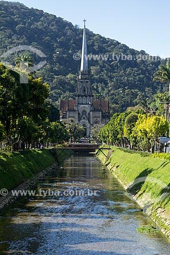 Rio Quitandinha com a Catedral de São Pedro de Alcântara (1846) ao fundo  - Petrópolis - Rio de Janeiro (RJ) - Brasil