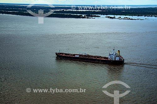 Foto aérea do navio petroleiro Rômulo Almeida no Rio Amazonas  - Parintins - Amazonas (AM) - Brasil