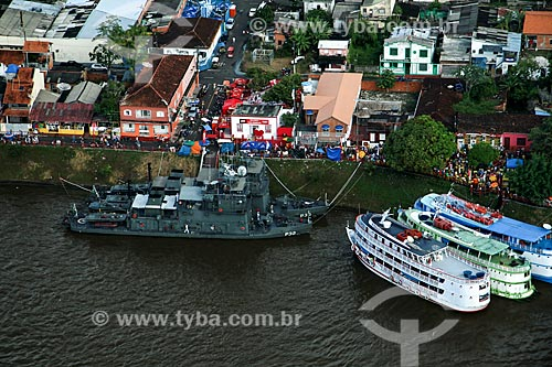 Foto aérea de barcos atracados na orla da cidade de Parintins com o Navio Patrulha Amapá (P-32)  - Parintins - Amazonas (AM) - Brasil