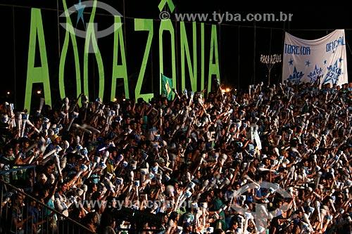 Torcida durante a apresentação do Boi Caprichoso no Festival de Folclore de Parintins  - Parintins - Amazonas (AM) - Brasil