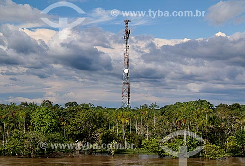 Antena de celular às margens do Rio Amazonas - próximo à cidade de Urucurituba  - Urucurituba - Amazonas (AM) - Brasil
