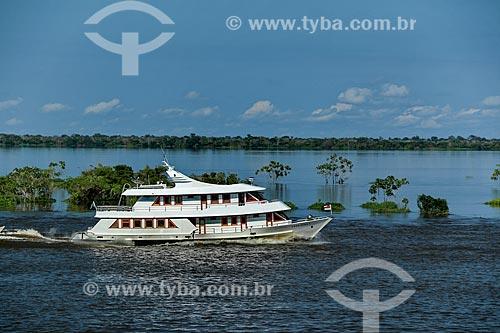 Barco de transporte de passageiros no Rio Amazonas próximo à Careiro da Várzea  - Careiro da Várzea - Amazonas (AM) - Brasil