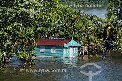 Igreja de Nossa Senhora da Conceição em Comunidade Ribeirinha às margens do Rio Amazonas durante a época de cheia  - Careiro da Várzea - Amazonas (AM) - Brasil