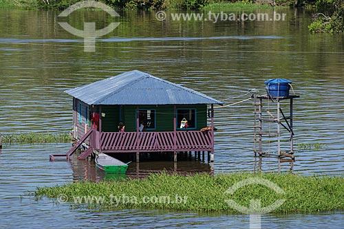 Casa de Comunidade Ribeirinha às margens do Rio Amazonas durante a época de cheia  - Careiro da Várzea - Amazonas (AM) - Brasil