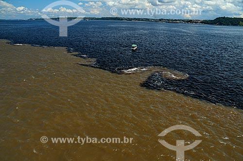 Vista de cima do encontro das águas do Rio Negro e Rio Solimões  - Manaus - Amazonas (AM) - Brasil