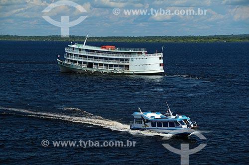Barcos de transporte de passageiros no Rio Negro  - Careiro da Várzea - Amazonas (AM) - Brasil