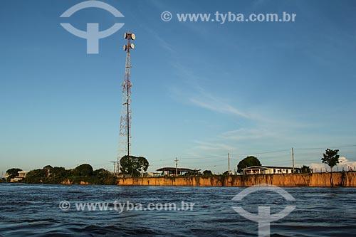 Antena de celular às margens do Rio Amazonas próximo à Parintins  - Parintins - Amazonas (AM) - Brasil