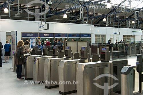 Catraca de acesso à estação Earls Court do metrô  - Londres - Grande Londres - Inglaterra