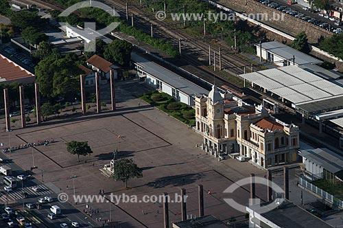 Foto aérea do Monumento à Terra Mineira (1930) - também conhecido como Monumento à Civilização Mineira - com o Museu de Artes e Ofício na Estação Central de Belo Horizonte (1895)  - Belo Horizonte - Minas Gerais (MG) - Brasil