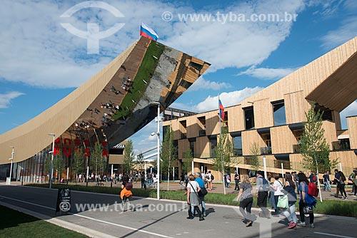 Público no pavilhão da Rússia durante a EXPO 2015 - tema: alimentar o planeta, energia para a vida  - Milão - Província de Milão - Itália