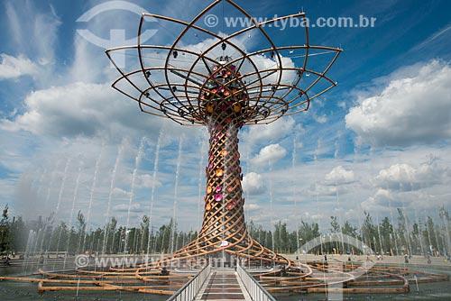 Árvore da vida - símbolo da exposição com 37 metros e feita de madeira e ferro - EXPO 2015 - tema: alimentar o planeta, energia para a vida  - Milão - Província de Milão - Itália
