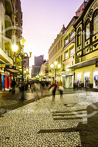 Anoitecer no calçadão da Rua Felipe Schmidt  - Florianópolis - Santa Catarina (SC) - Brasil