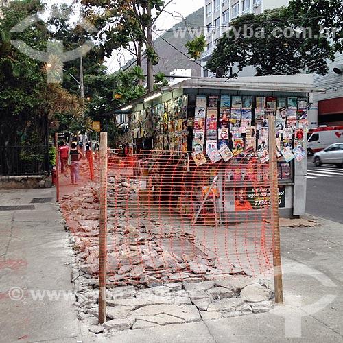 Calçada interditada para reforma  - Rio de Janeiro - Rio de Janeiro (RJ) - Brasil