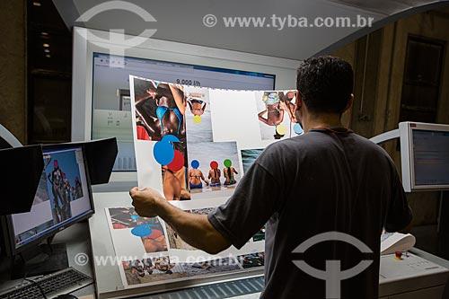 Gráfico em processo de pré-impressão - impressão do livro Ninguém é de Ninguém do fotógrafo Rogério Reis  - São Paulo - São Paulo (SP) - Brasil
