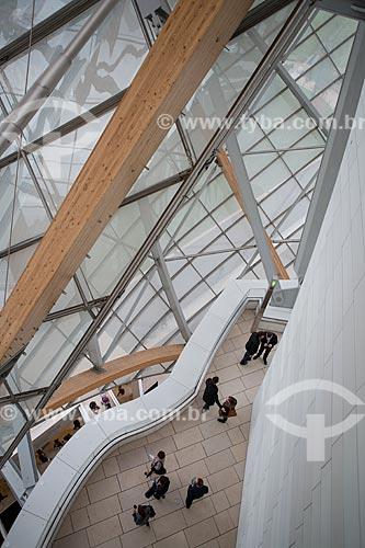 Turistas no interior da Fundação Louis Vuitton (2014)  - Paris - Paris - França