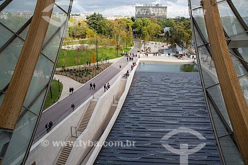 Lago artificial no interior da Fundação Louis Vuitton (2014)  - Paris - Paris - França