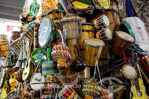Comércio de instrumentos musicais no Mercado Modelo (1912)  - Salvador - Bahia (BA) - Brasil