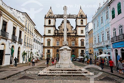 Largo do Cruzeiro de São Francisco com o Convento e Igreja de São Francisco (Século XVIII) ao fundo  - Salvador - Bahia (BA) - Brasil