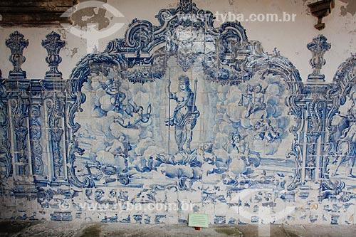 Detalhe de azulejo português no interior do cláustro do Convento e Igreja de São Francisco (Século XVIII)  - Salvador - Bahia (BA) - Brasil