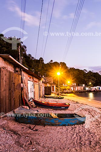 Colônia de pescadores na Praia da Tapera  - Florianópolis - Santa Catarina (SC) - Brasil