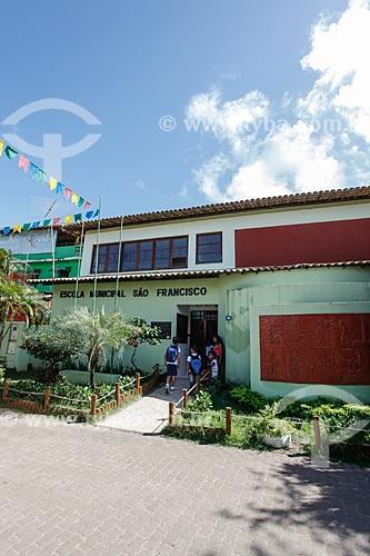 Escola Municipal São Francisco próximo à Praia do Forte  - Mata de São João - Bahia (BA) - Brasil