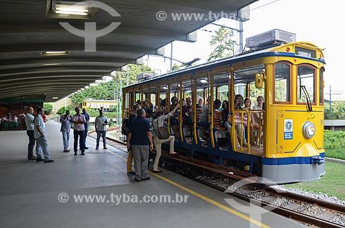 Turistas embarcando no Bonde de Santa Teresa  - Rio de Janeiro - Rio de Janeiro (RJ) - Brasil