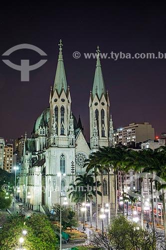 Praça da Sé com a Catedral da Sé (1954) ao anoitecer - Catedral Metropolitana Nossa Senhora da Assunção  - São Paulo - São Paulo (SP) - Brasil