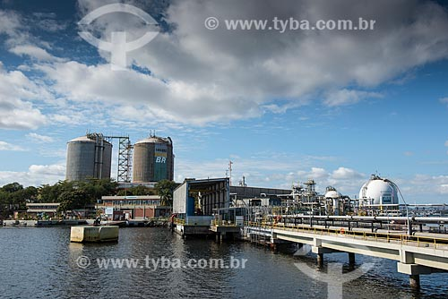 Tanques de armazenamento na Ilha Redonda - Terminal Aquaviário Baía de Guanabara (TABG)  - Rio de Janeiro - Rio de Janeiro (RJ) - Brasil