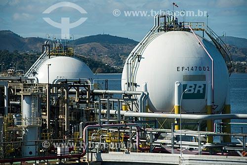 Tanques de armazenamento de gás natural na Ilha Redonda - Terminal Aquaviário Baía de Guanabara (TABG)  - Rio de Janeiro - Rio de Janeiro (RJ) - Brasil