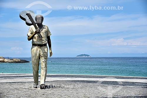 Estátua do maestro Tom Jobim no calçadão da Praia do Arpoador  - Rio de Janeiro - Rio de Janeiro (RJ) - Brasil
