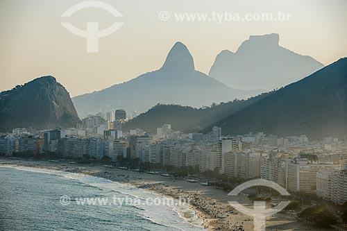 Vista da Praia do Leme e da Praia de Copacabana a partir do Forte Duque de Caxias com o Morro Dois Irmãos e a Pedra da Gávea ao fundo  - Rio de Janeiro - Rio de Janeiro (RJ) - Brasil