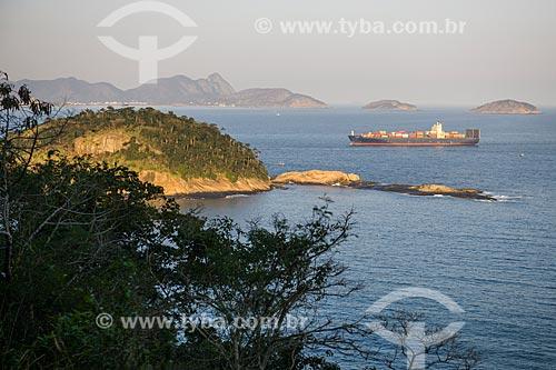 Vista de navio cargueiro e da Ilha de Cotunduba a partir do Forte Duque de Caxias - também conhecido como Forte do Leme  - Rio de Janeiro - Rio de Janeiro (RJ) - Brasil