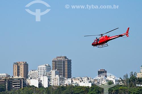 Helicóptero do Corpo de Bombeiros sobrevoando a Lagoa Rodrigo de Freitas  - Rio de Janeiro - Rio de Janeiro (RJ) - Brasil