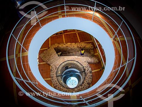 Vista de cima do poço-cisterna almóada em exibição no Museu Municipal de Arqueologia de Silves  - Concelho de Silves - Distrito de Faro - Portugal