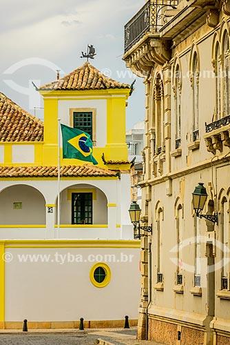 Bandeira brasileira hasteada no Consulado do Brasil em Portugal  - Concelho de Faro - Distrito de Faro - Portugal