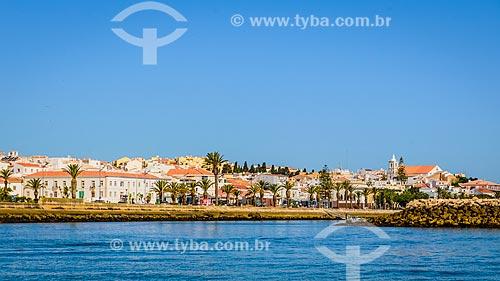 Vista do estuário de Ribeira de Bensafrim com as casas do concelho de Lagos ao fundo  - Concelho de Lagos - Distrito de Faro - Portugal