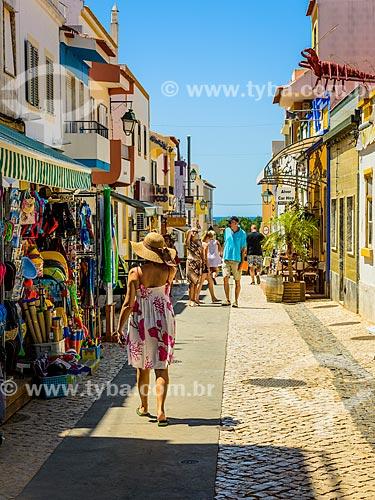 Lojas em rua na freguesia de Alvor  - Concelho de Portimão - Distrito de Faro - Portugal