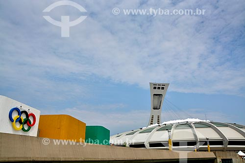 Fachada do Estádio Olímpico de Montreal (Montreal Olympic Stadium ou Le Stade Olympique em Francês)  - Montreal - Província de Quebec - Canadá