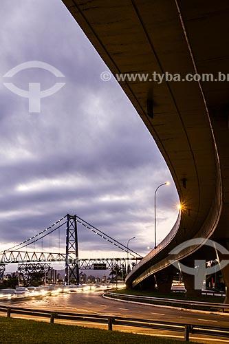 Elevado Rita Maria (2011) com a Ponte Hercílio Luz (1926) ao fundo  - Florianópolis - Santa Catarina (SC) - Brasil
