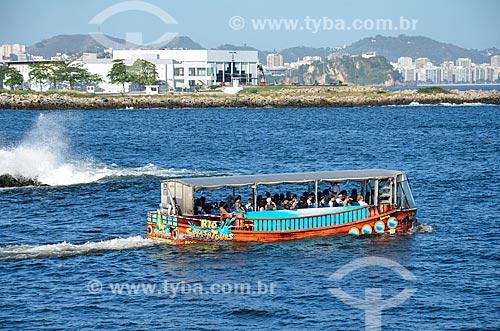 Ônibus anfíbio da Rio Splash Tours - sistema de passeio turístico - na Baía de Guanabara  - Rio de Janeiro - Rio de Janeiro (RJ) - Brasil