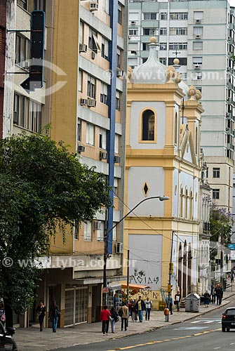 Vista da Avenida Independência com a fachada lateral da Igreja de Nossa Senhora da Conceição (1889)  - Porto Alegre - Rio Grande do Sul (RS) - Brasil