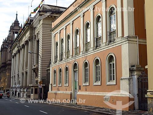 Fachada da Casa da Junta (1790) - também conhecida como a antiga Assembléia Legislativa - com o Palácio Piratini (1921) - sede do Governo do Estado  - Porto Alegre - Rio Grande do Sul (RS) - Brasil