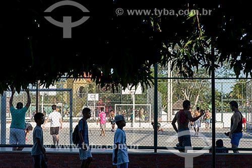 Jovens jogando futebol no Parque Potycabana  - Teresina - Piauí (PI) - Brasil