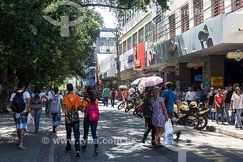 Pessoas na Rua Simplício Mendes próximo à Praça Barão do Rio Branco  - Teresina - Piauí (PI) - Brasil