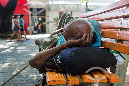Morador de rua na Praça Barão do Rio Branco  - Teresina - Piauí (PI) - Brasil