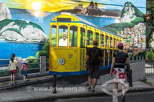 Muro com grafite próximo ao Morro do Curvelo - homenagem ao maquinista Nelson Corrêa da Silva, morto no acidente com o bonde de Santa Teresa em 2011  - Rio de Janeiro - Rio de Janeiro (RJ) - Brasil