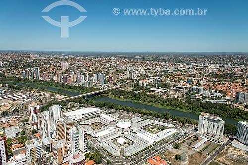 Foto aérea do Shopping Riverside com a Ponte Juscelino Kubitschek (1957) - também conhecida como Ponte da Frei Serafim  - Teresina - Piauí (PI) - Brasil