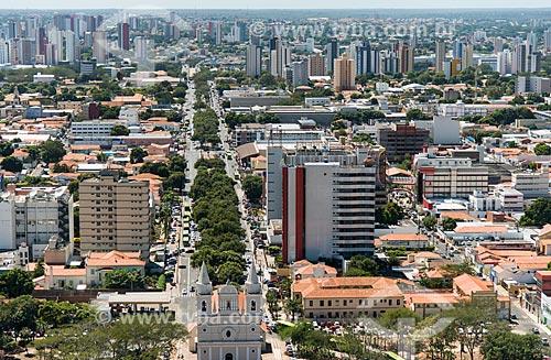 Foto aérea da Igreja de São Benedito (1886) com a Avenida Frei Serafim ao fundo  - Teresina - Piauí (PI) - Brasil