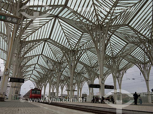 Metrô na Gare do Oriente - estação ferroviária e rodoviária na cidade de Lisboa  - Lisboa - Distrito de Lisboa - Portugal